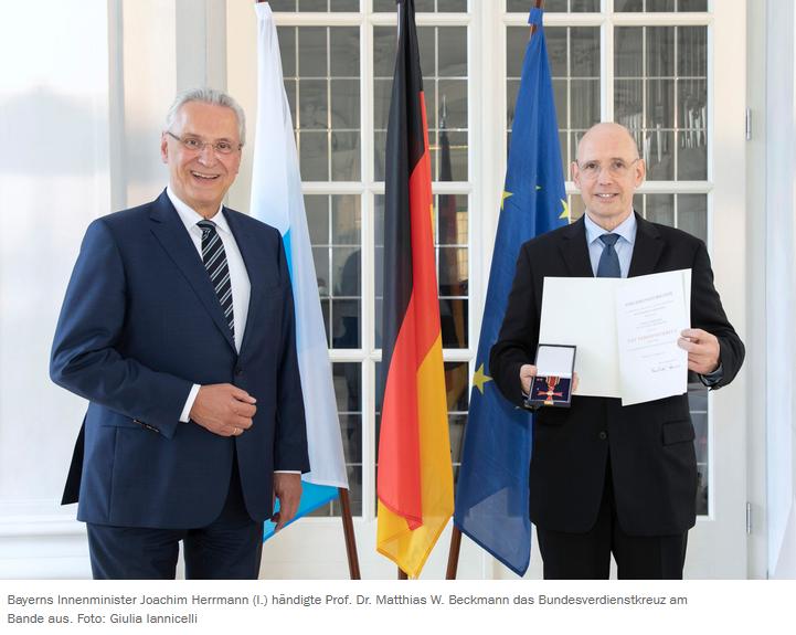 Prof. Dr. M. W. Beckmann mit dem Bundesverdienstkreuz geehrt